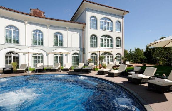 pooldeck_1440x933-585x379 Hotel Gut Ising am Chiemgau: einzigartig, charmant und vital