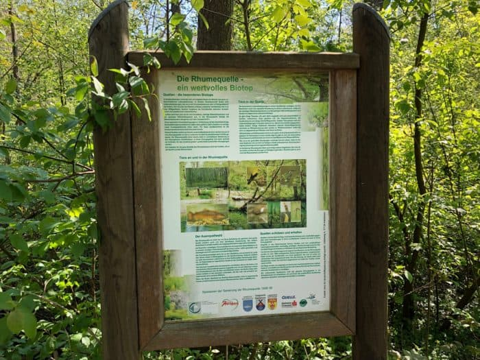 Hinweistafel Biotoplandschaft Karstquelle