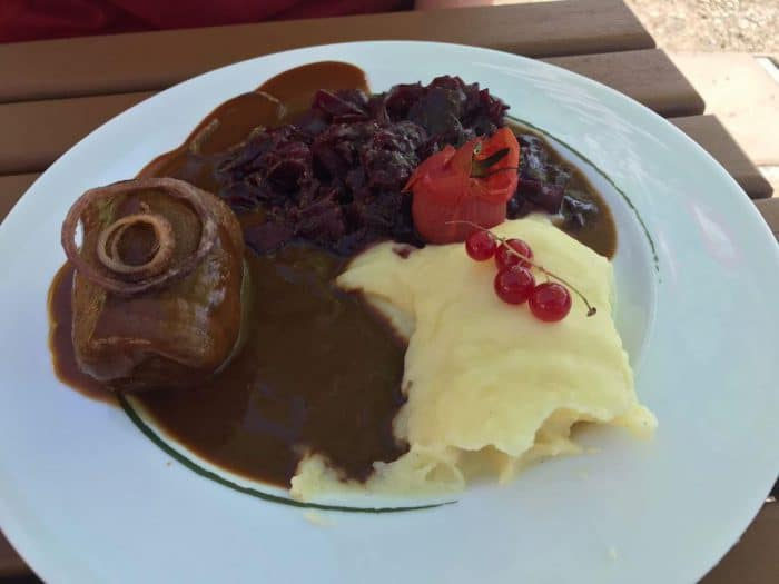 Lecker essen in Bad Harzbrug: Roulade mit Rotkraut