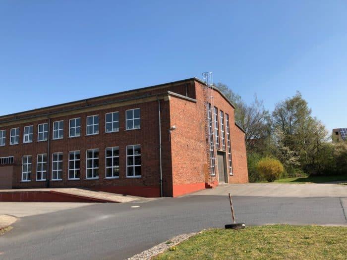 Frontansicht ehemaliges Schickert-Gebäude in der Nähe der Rhumequelle errichtet