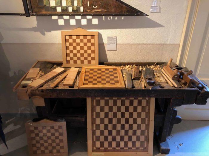 Produktion von Schachbrettern