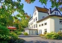 Blick auf das Haupthaus Dorint Parkhotel Siegen