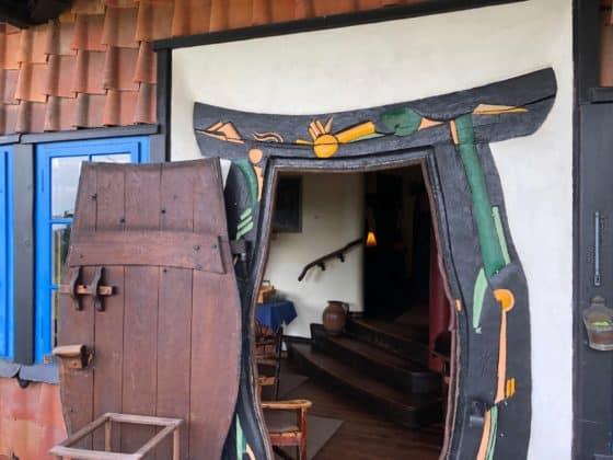 Künstlerisch gestalteter Zugang zur Terrasse