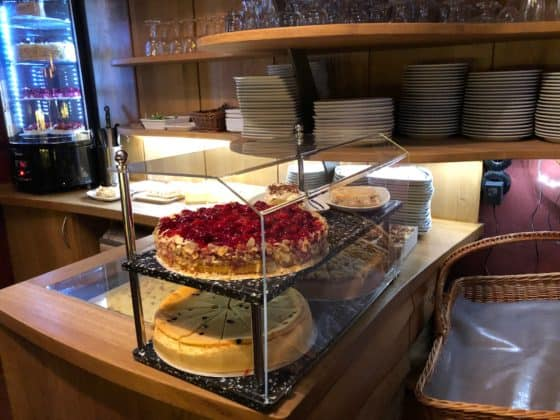 Kuchenbuffet im Cafe Winuwk