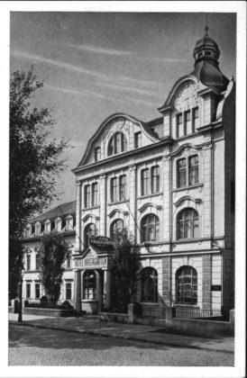 Außenfassade des Hotels um 1925