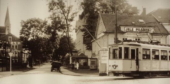 Blick auf den Kaisergarten um 1935, vorne Gasthof Mengele