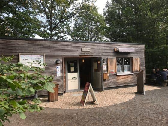 Informationskiosk mit WC-Anlagen und Cafè