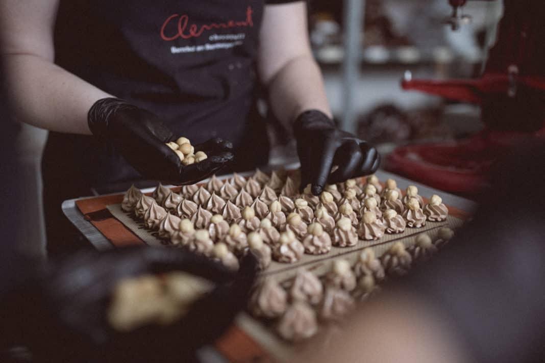 Zu Weihnachten: Räucher- und Pralinenkurse oder Gourmetwanderungen