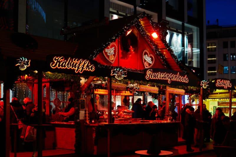 Stand Kö-Markt , Feuerzangenbowle auf Weihnachtsmarkt Düsseldorf 2019