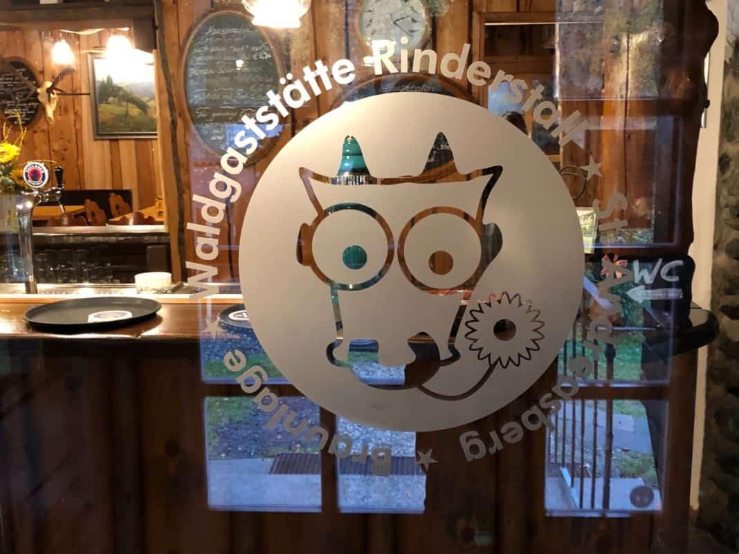 Logo Waldgaststätte Rindestall an der Eingangnstür