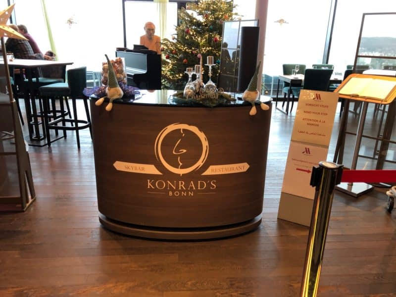 Eingang Konrads Restaurant und SkyBar