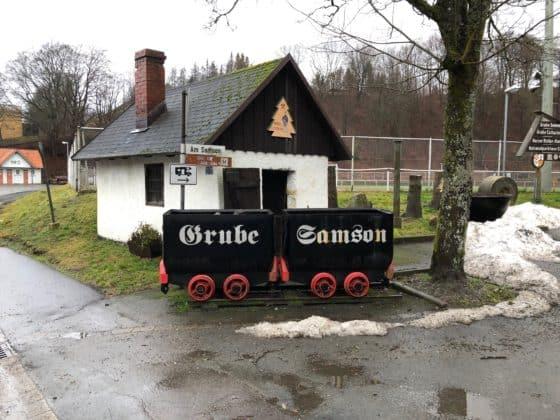 Grubenwagen mit Aufschrift Grube Samson