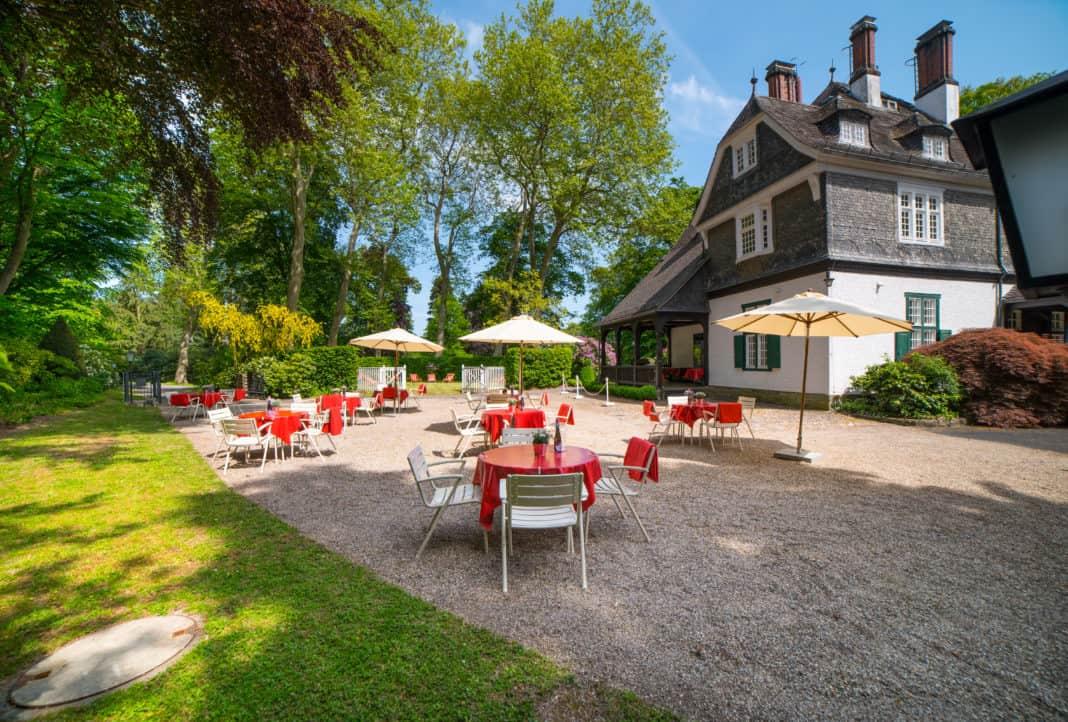 Schlosshotel Kronberg eröffnet Pop-up Biergarten im Schlosspark