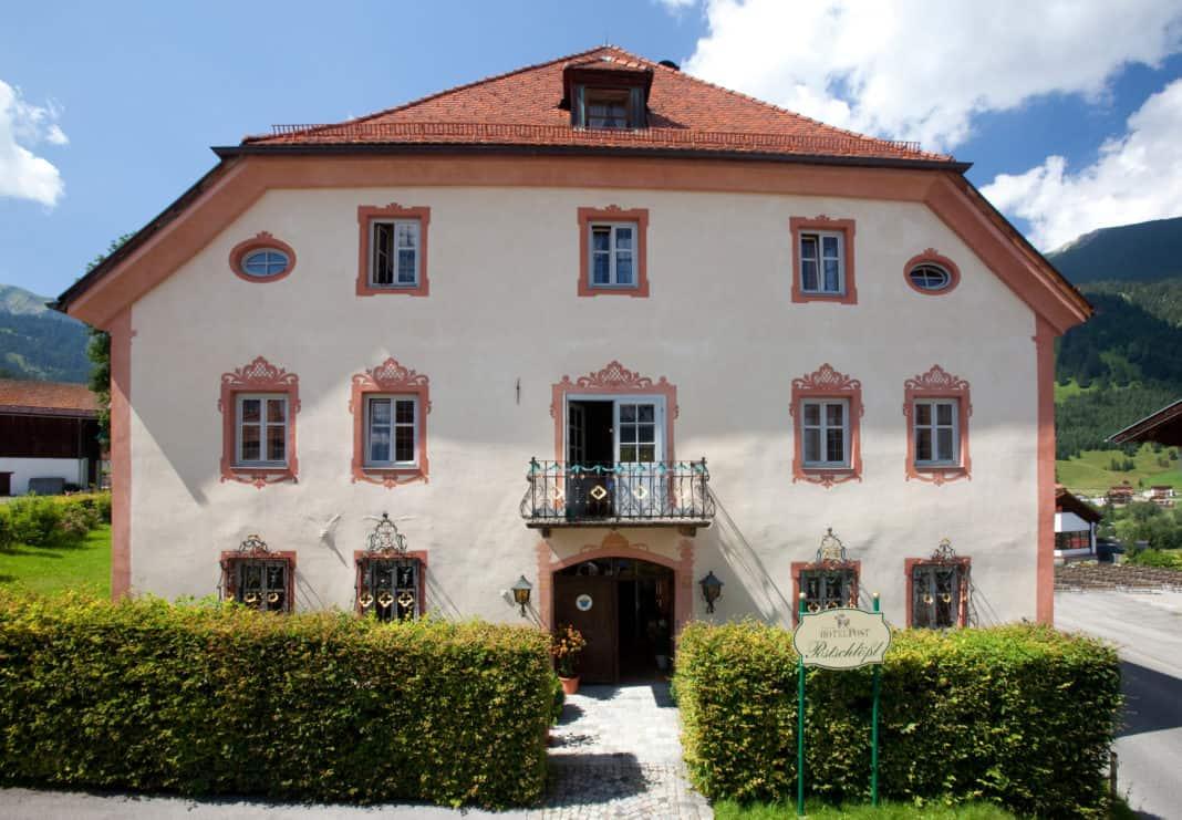 Hotel Post Lermoos: Traditionsreiche Geschichten aus Tirol