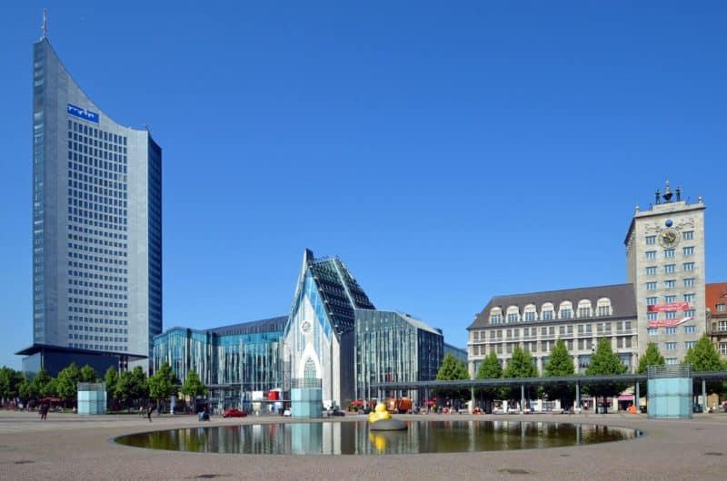 Augutsaplatz und Blick auf City-Hochhaus