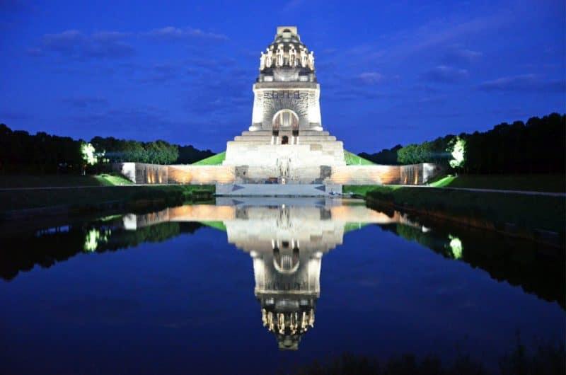 Das Völkerschlachtdenkmal bei Nacht