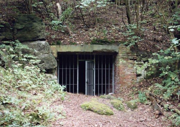 Eingang zur Langen Höhle, ebenfalls von Junkers als Lager genutzt