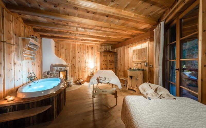 Abschalten bei wohltuenden Paar-Behandlungen im Badehaus Quarzit
