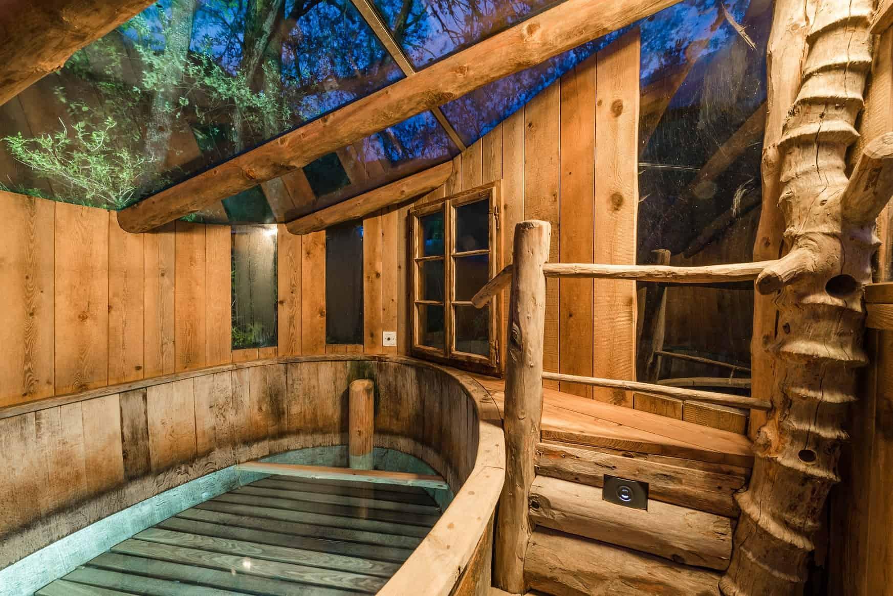 Der Solepavillon mit Glasdach im Freien rundet das Spa-Erlebnis ab