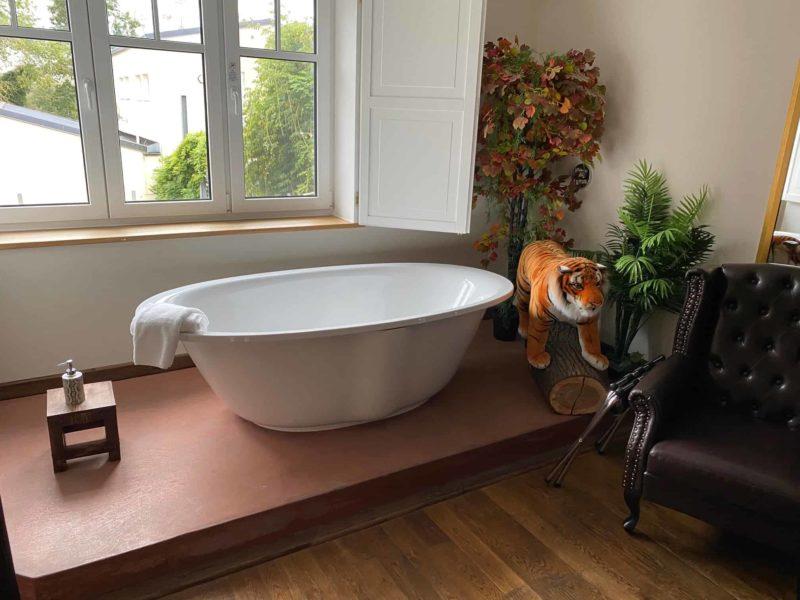 Badewanne in der Dschungel Lounge