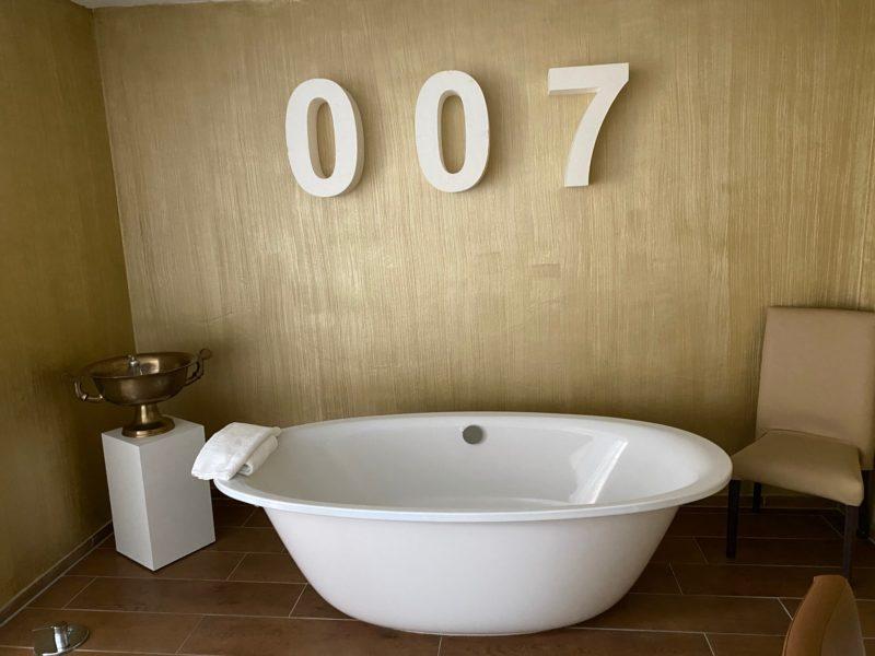 James-Bond Zimmer Hotel Beverland