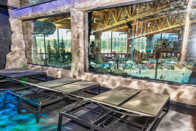 """Der exklusive Ruhe- und Saunabereich """"Hyggedal"""" bietet einen atemberaubenden Blick über die Wasserwelt Rulantica."""