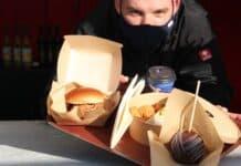 Wackerbarths Chefkoch Karsten Häusler präsentiere eine Auswahl an Speisen am neuen Wackerbarth to go-Stand_1