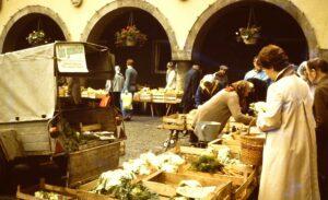03 bioland jubiläum markt mit produkten des bio gemüse e.v., 1970er jahre (foto bioland)