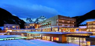 Winterabend im Travel Charme Hotel Bergresort Werfenweng