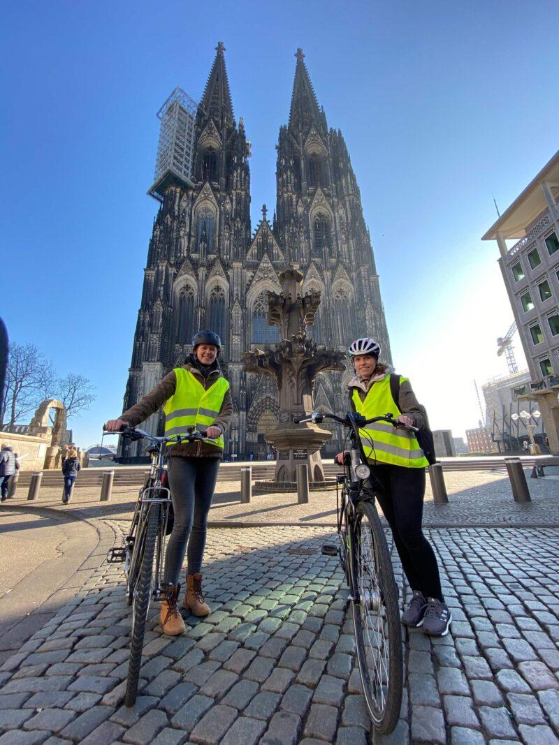 Fahrradtouren in Köln, vor dem Dom
