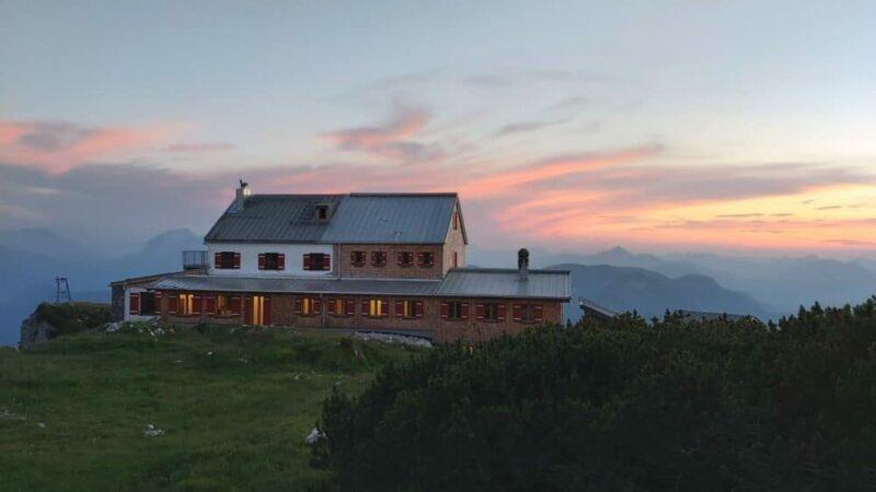 Das Stöhrhaus am Berchtesgadener Untersberg liegt auf 1.894 Metern, der Aufstieg dorthin dauert etwa vier Stunden und ist mittelschwer. Bild: Wally Gschossmann