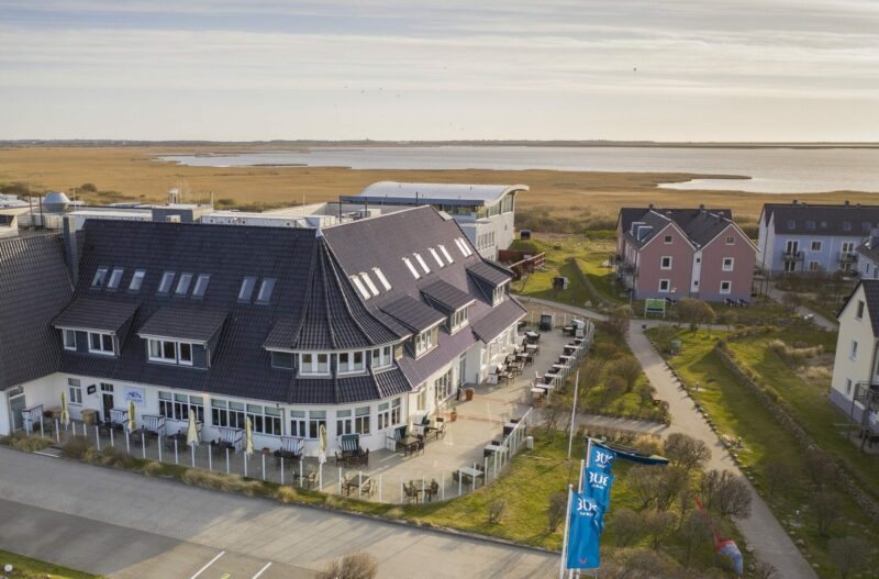 Außenansicht des neu eröffneten Hotels in Rantum auf Sylt